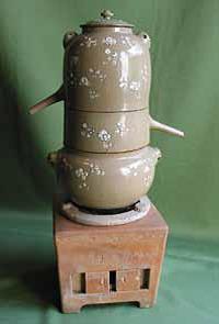 En haut : alambic perse du XIIIe siècle (photo internet)